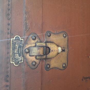 Old england trunk - Furniture