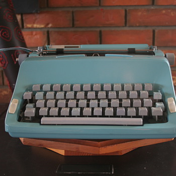 1965 Commodore 2200 Portable typewriter