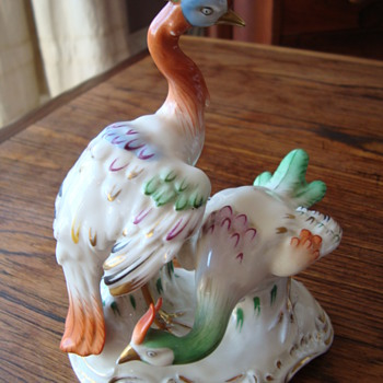 EXOTIC BIRD POSSIBLY CHELSEA GOLD ANCHOR - China and Dinnerware