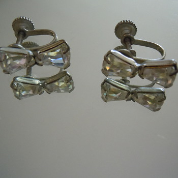 Vintage Screw Back Earrings, Unmarked 1940's-1950's Crystal or Glass - Costume Jewelry
