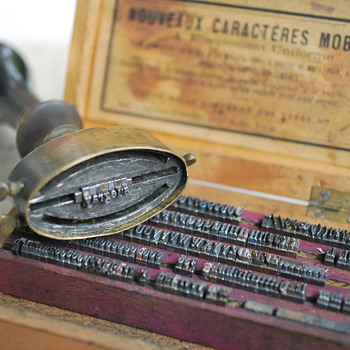 a portable interchangeable letter stamp from france?