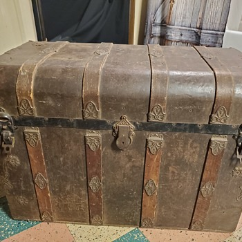 Trunk mystery can any one identify  - Furniture