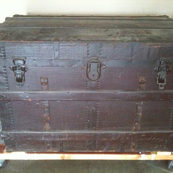 Canvas-covered trunk - Furniture
