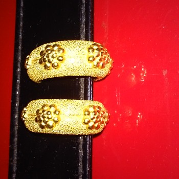 Heavy Gold Patterned clip Trifari Earrings - Costume Jewelry