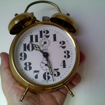 LOUD alarm clock,..takes a lot to wake some people! - Clocks