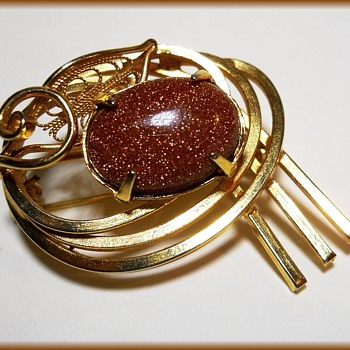 Vintage Brooch with Goldstone ( or Aventurine )  - Costume Jewelry