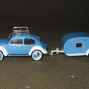 GreenLight Hitch & Tow 1948 Volkswagen Beetle and Teardrop Trailer 1:64 - Model Cars
