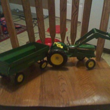 John Deer Peddle car old fashion, lookin for more info on this item that i love so much - Model Cars
