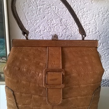 "Little ""Doctor's Bag"" Hinged Leather Handbag, Thrift Shop Find 3,50 - Accessories"