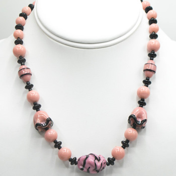 Art deco? Pink glass necklace - Costume Jewelry