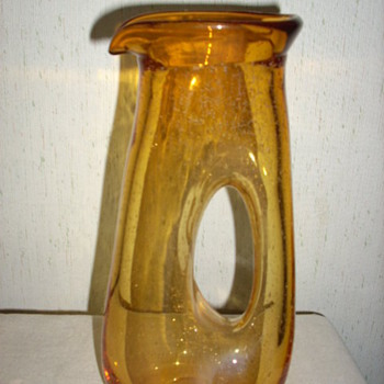 Love the lines on this vase.  Anyone know the maker? - Art Glass