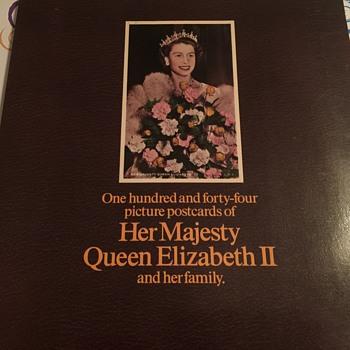 Queen Elizabeth 2 postcard book - Postcards