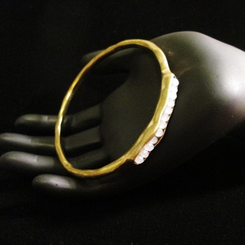 Brutalist pod bangle - Costume Jewelry