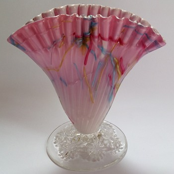 Victorian pink Peloton glass fan shaped vase with crimped top - Art Glass