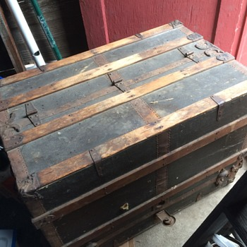 Straight backed steamer trunk - Furniture