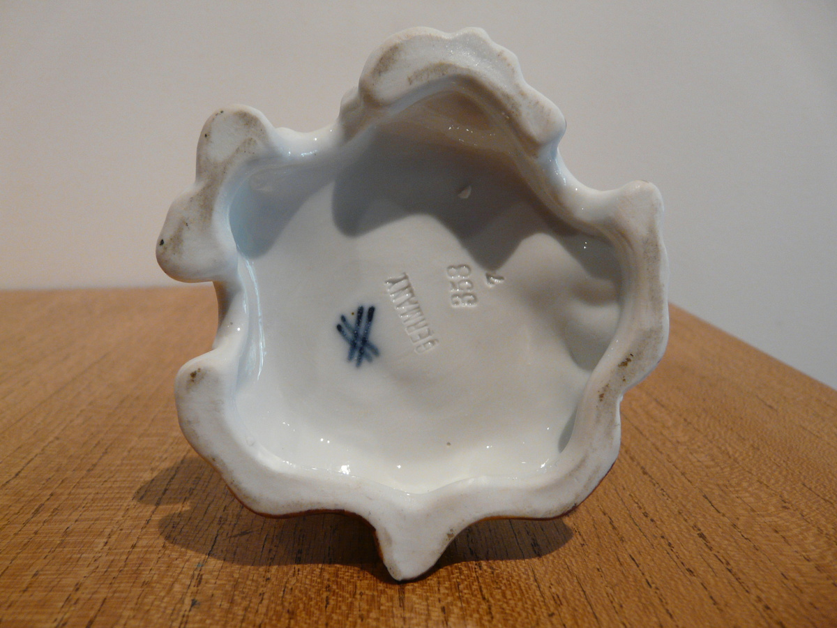 Lines porcelain marks crossed IDENTIFICATION GUIDES