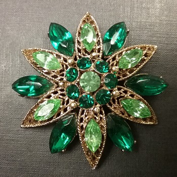 Weiss star brooch  - Costume Jewelry