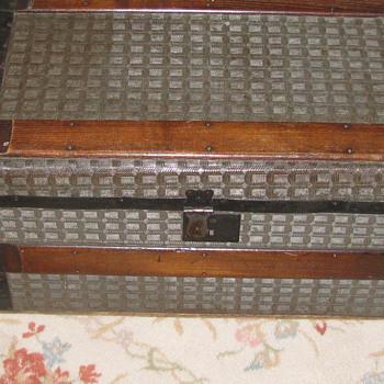 Small Herringbone tin Trunk with Wood Handles - Furniture