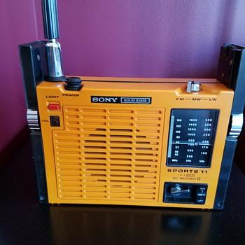 Sony ICF-111L All Weather Sport Transistor Radio 1972 - Radios
