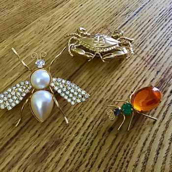 Three brooches - Costume Jewelry