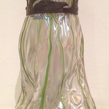 Kralik martelé and threaded vase with nice collar - Art Glass