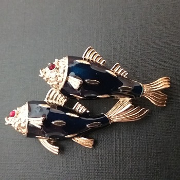 Trifari double fish brooch  - Costume Jewelry