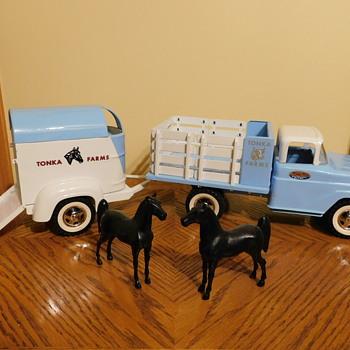 1959 Tonka Stake Bed & Horse Trailer - Model Cars