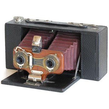 Celebrating Early Stereo Roll film Cameras – the Kodak No.2 Stereo Brownie