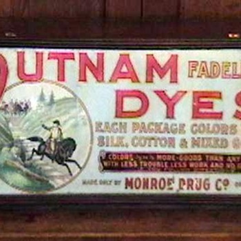 1920's Putnam Dye Store Counter Display Cabinet - Advertising