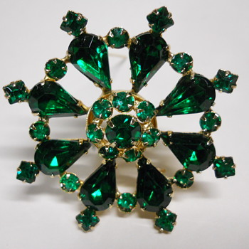 Vintage Brooch Emerald Green - Costume Jewelry