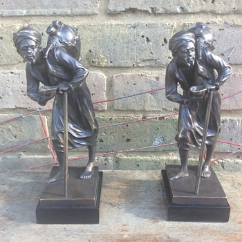 Pair of bronze Arab figures marble bases signed - Figurines