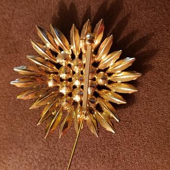 Beautiful Rhinestone brooch  - Costume Jewelry