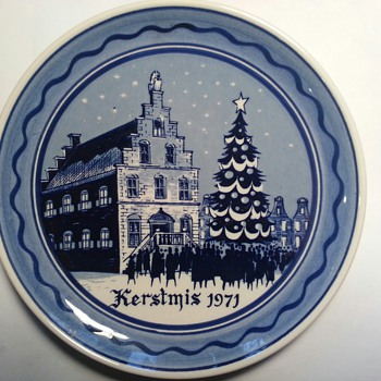 I bought this plate at a Charity Auction for my son, born in 1971, his wife collects plates.  How would I find out true value?