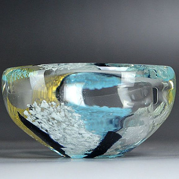 Iwata Toshichi, small bowl - Art Glass