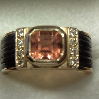 18cr Gold ring with Elephant hair and stone - Fine Jewelry