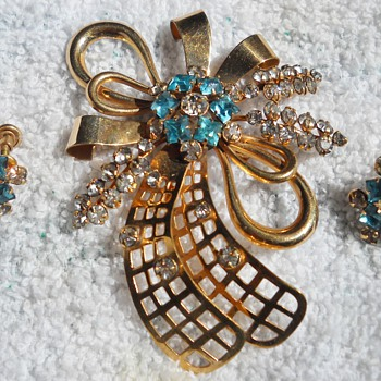 PHYLLIS ABSTRACT BROOCH & EARRINGS - Costume Jewelry