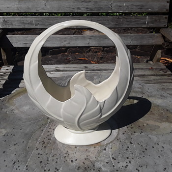 Beswick  basket vase - Pottery
