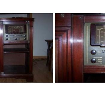 Magnavox Console Radio - Radios