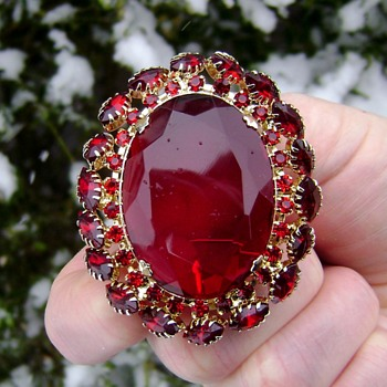 D and E Ruby Brooch - Costume Jewelry