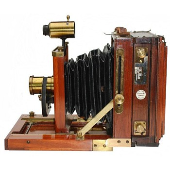 Pre-1900 American Wood and Brass Field View Cameras 101