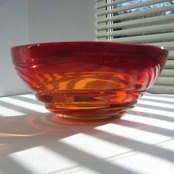Ruby red/amber ribbed bowl - Art Glass