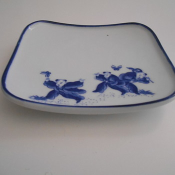 CHINESE DISH WITH CHILDREN AND BUTTERFLIES - MAKERS MARK - Asian