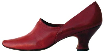 The Philadelphia firm of Laird Schober & Co. produced this contemporary looking shoe back in 1900.
