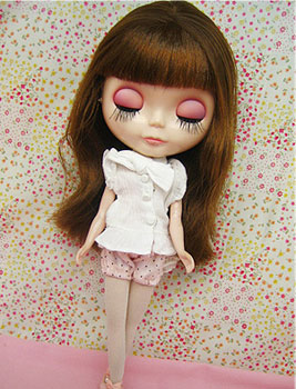 Blythe wearing a pink polkadot bloomers outfit.