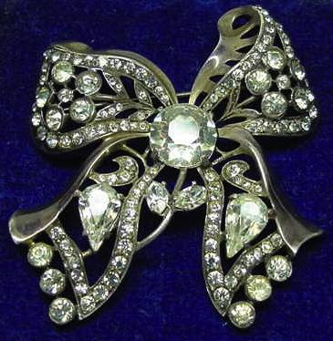 A rhinestone bow brooch, circa 1940s.