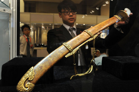 In 2012, this 18th-century Qianlong sword sold at auction for $7.7 million. Source: chinadaily.com.cn.