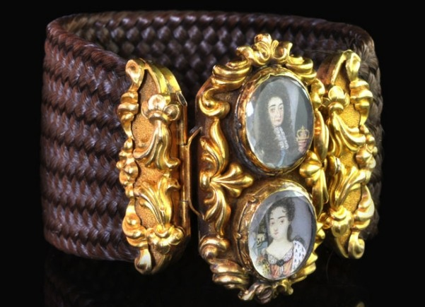 Miniatures of William and Mary of England are set in an 1830 bracelet made of gold and a braided hairwork band. (The Hairpin, via Hancocks London)