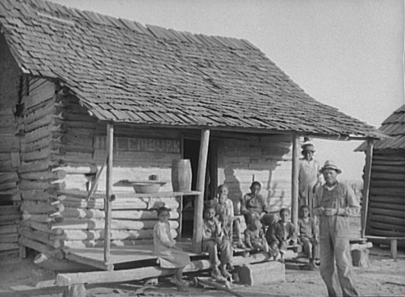 Descendants of slaves still lived and worked on the former Pettway Plantation in Gee's Bend, Alabama, in the 1930s. (Photo by Arthur Rothstein for the U.S. Resettlement Administration/Library of Congress)