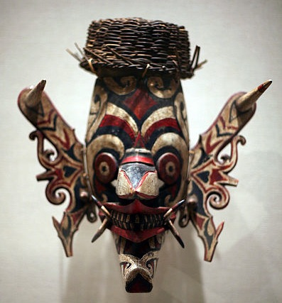 A Hudoq mask from turn-of-the-century Borneo on view at the Metropolitan Museum of Art in New York City. (Via WikiCommons)