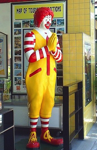 "A Ronald McDonald statue in Thailand greets guests with the traditional Thai ""wai"" gesture in 2005. (Via WikiCommons)"